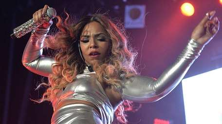 Singer Ashanti will perform with Ja Rule at