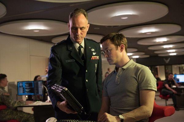 Joseph Gordon-Levitt, right, plays the title NSA whistleblower