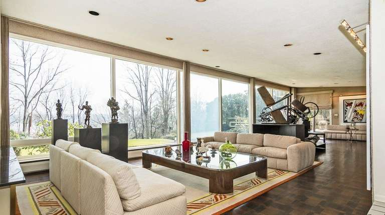 This Midcentury Modern Kings Point ranch has six