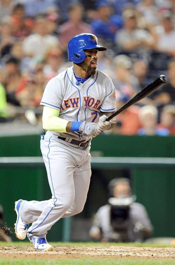 Jose Reyes of the New York Mets hits