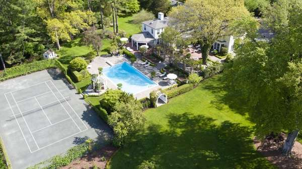 MATINECOCK ESTATE THAT BELONGED TO EX-METS OWNER SELLS FOR $9.1M