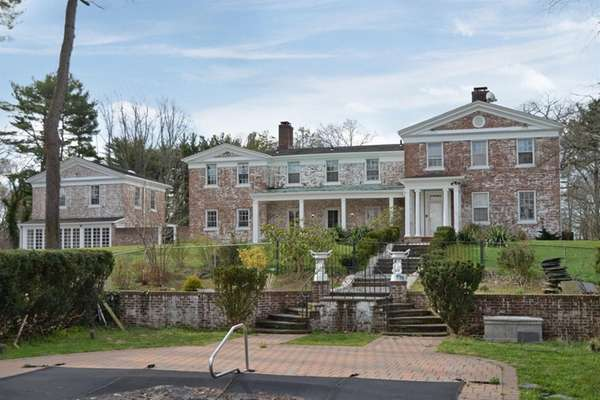 This Old Westbury estate has seven bedrooms among