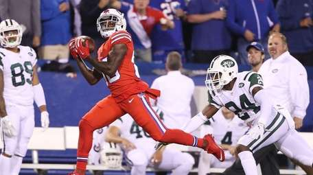 Buffalo's Marquise Goodwin gets behind Darrelle Revis for
