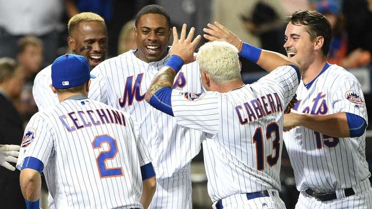 The New York Mets celebrate the walk-off home