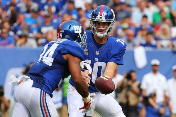 Eli Manning of the New York Giants hands