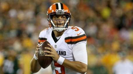 Cody Kessler #5 of the Cleveland Browns drops