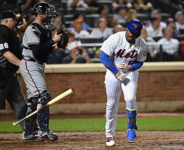 New York Mets leftfielder Yoenis Cespedes tosses his