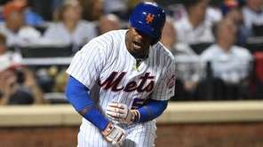 New York Mets leftfielder Yoenis Cespedes tosses his