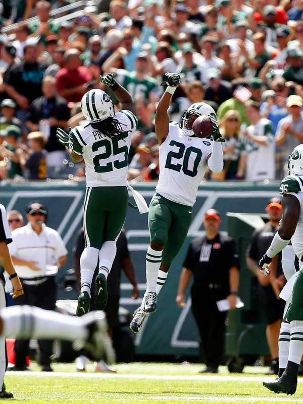 New York Jets' Antonio Allen, right, celebrates his