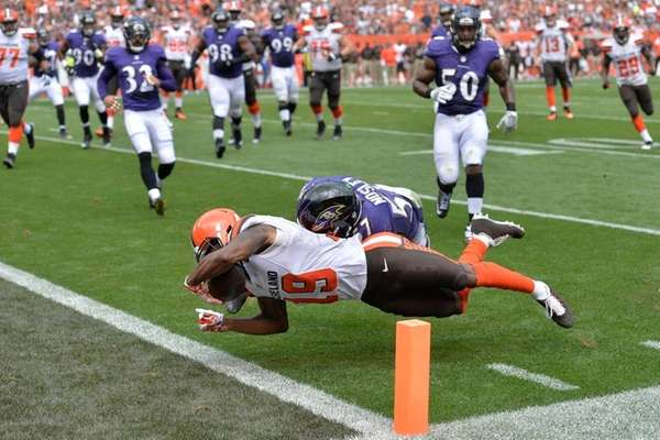 Cleveland Browns wide receiver Corey Coleman (19) scores