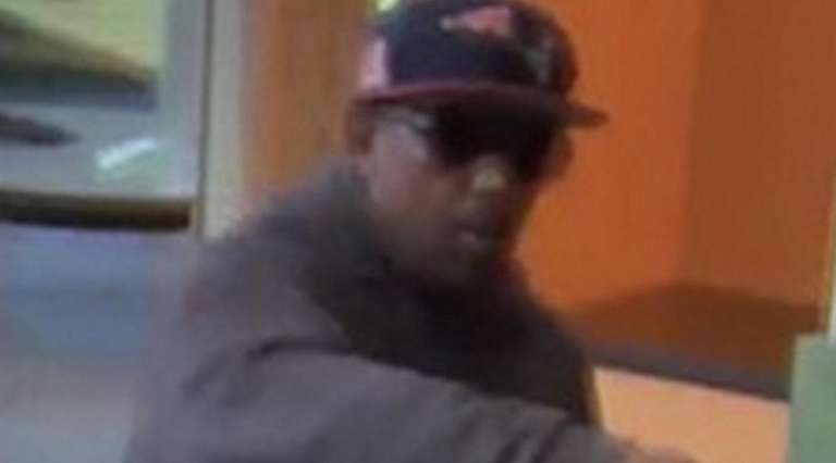 A man with a note demanding cash robbed