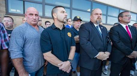 Fellow correction officers show support as Angel Hernandez