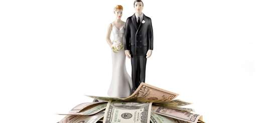 Married people are significantly wealthier than single people