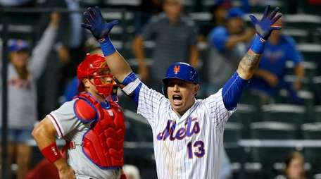 Asdrubal Cabrera #13 of the New York Mets