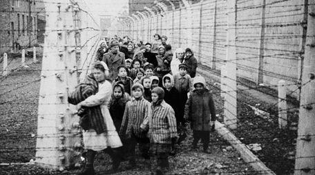 Twins Eva and Miriam Mozes, victims of Nazi