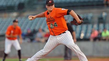 Ducks' starting pitcher Nick Struck delivers a pitch
