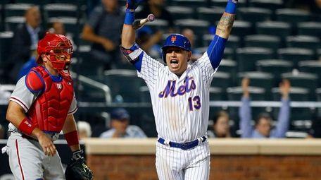 Asdrubal Cabrera of the New York Mets celebrates