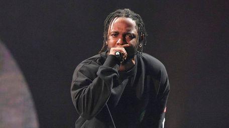 Kendrick Lamar performs at the 2016 Global Citizen