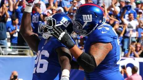 Orleans Darkwa of the New York Giants celebrates