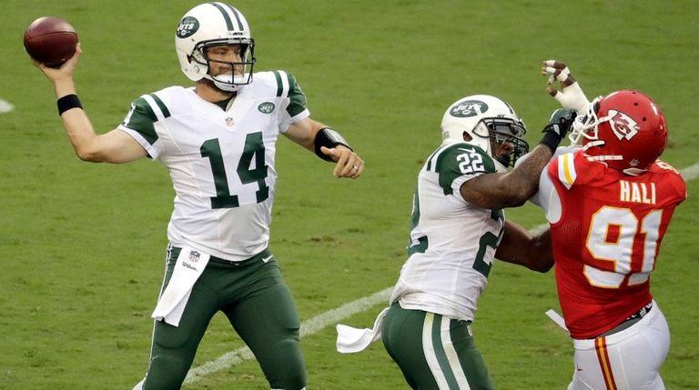 New York Jets quarterback Ryan Fitzpatrick throws as