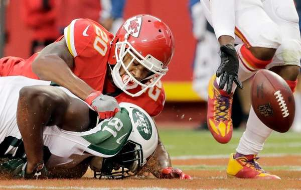 Chiefs defensive back Steven Nelson takes down