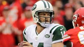New York Jets' Ryan Fitzpatrick prepares to throw