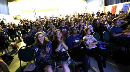 Hofstra students view the presidential debate at the