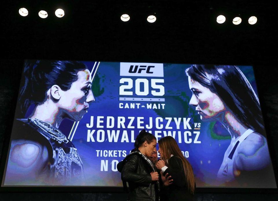 Joanna Jedrzejczyk, left, faces off with Karolina Kowalkiewicz,