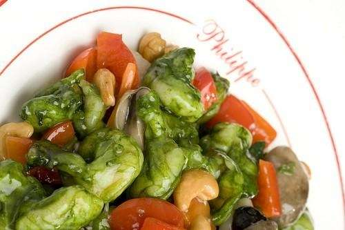 Green prawns with cashew nuts, red peppers and