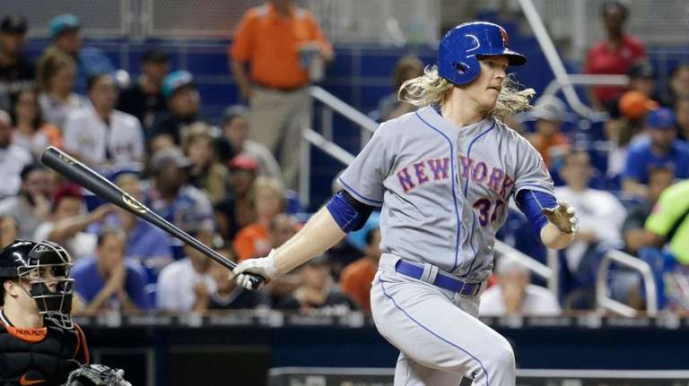 Mets hammer Cardinals in season opener