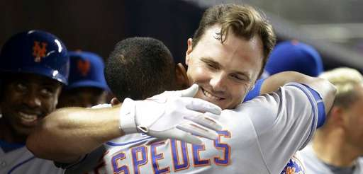 New York Mets' Jay Bruce, right, hugs Yoenis