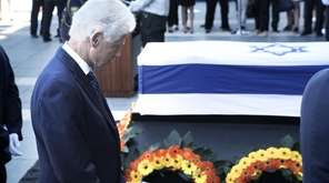 Bill Clinton pays his respects near to