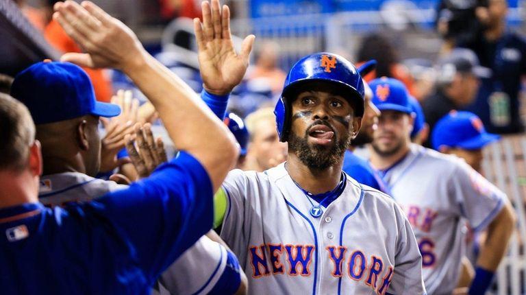 Jose Reyes of the New York Mets celebrates