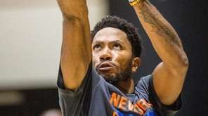 Knicks guard Derrick Rose practices at West Point
