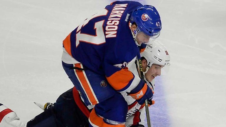 The Washington Capitals' Stanislav Galiev (16) reaches for