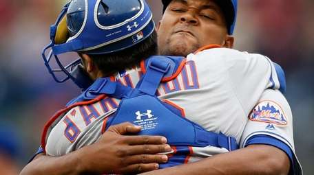 New York Mets relief pitcher Jeurys Familia, right,