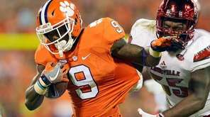 Wayne Gallman #9 of the Clemson Tigers attempts