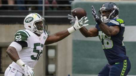 Seattle Seahawks running back C.J. Spiller scores on