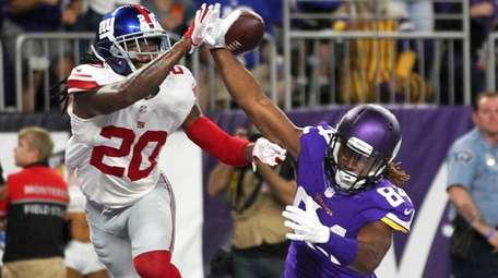 New York Giants cornerback Janoris Jenkins breaks up