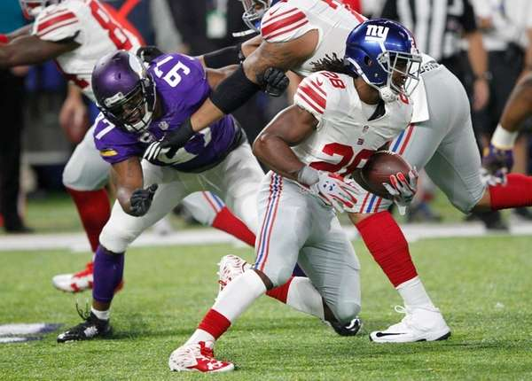Giants rookie running back Paul Perkins runs from