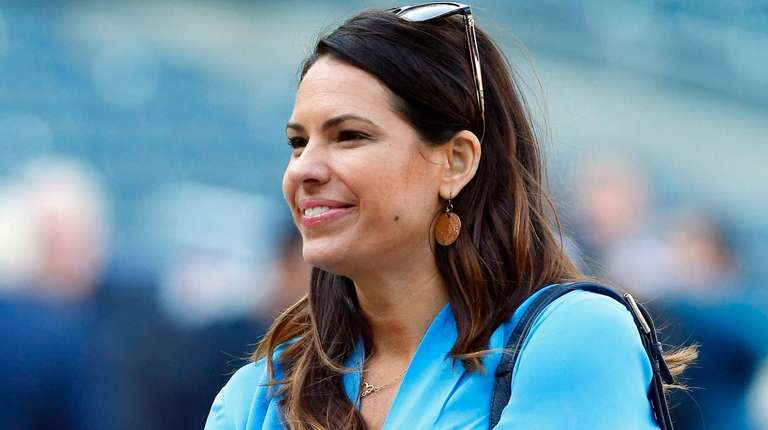 Jessica Mendoza of ESPN looks on during workout