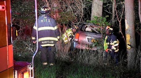 Firefighters respond to fatal crash on East Bartlett