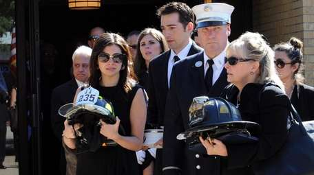 Dianne Ungaro, right, wife of FDNY captain Vincent