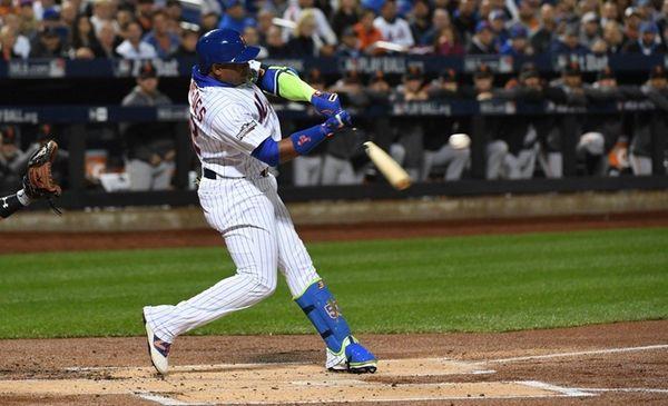 New York Mets leftfielder Yoenis Cespedes makes an