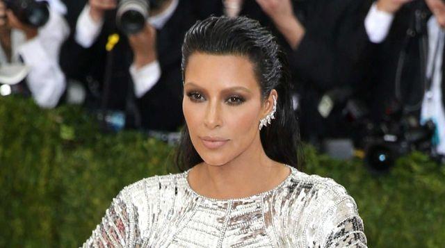 Kim Kardashian arrives on the red carpet for