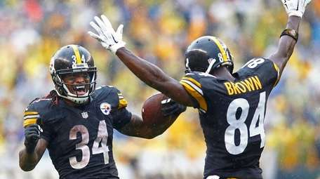 Pittsburgh Steelers running back DeAngelo Williams celebrates his