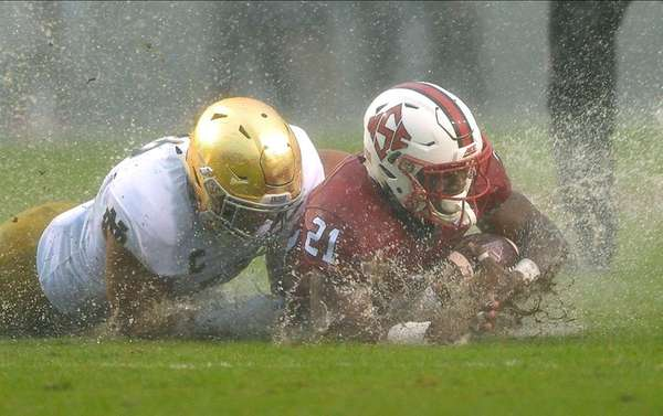 James Onwualu, left, of the Notre Dame Fighting
