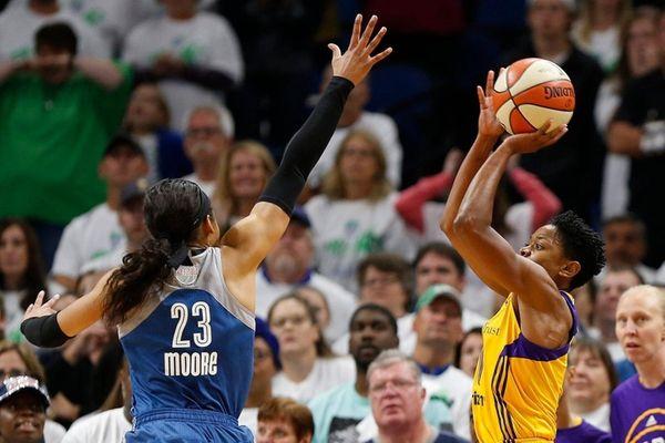 Los Angeles Sparks guard Alana Beard (0) lines