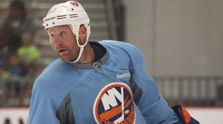 Jason Chimera of the New York Islanders looks