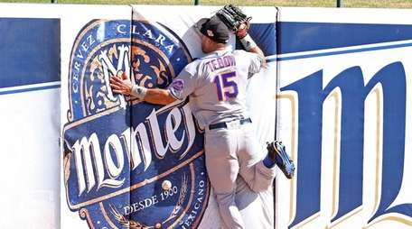 Scottsdale Scorpions outfielder Tim Tebow crashes into the